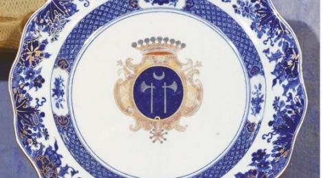 belle assiette aux armes de Mahé de La Bourdonnais